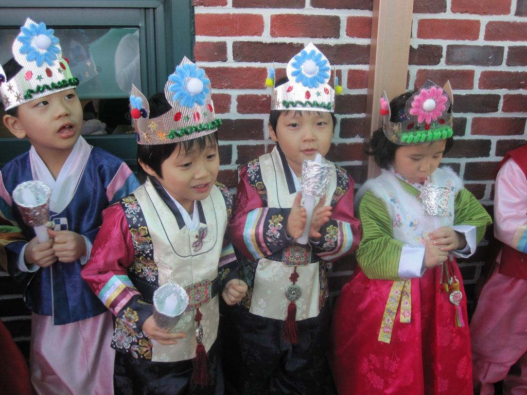 4 korean children dressed up for a birthday party